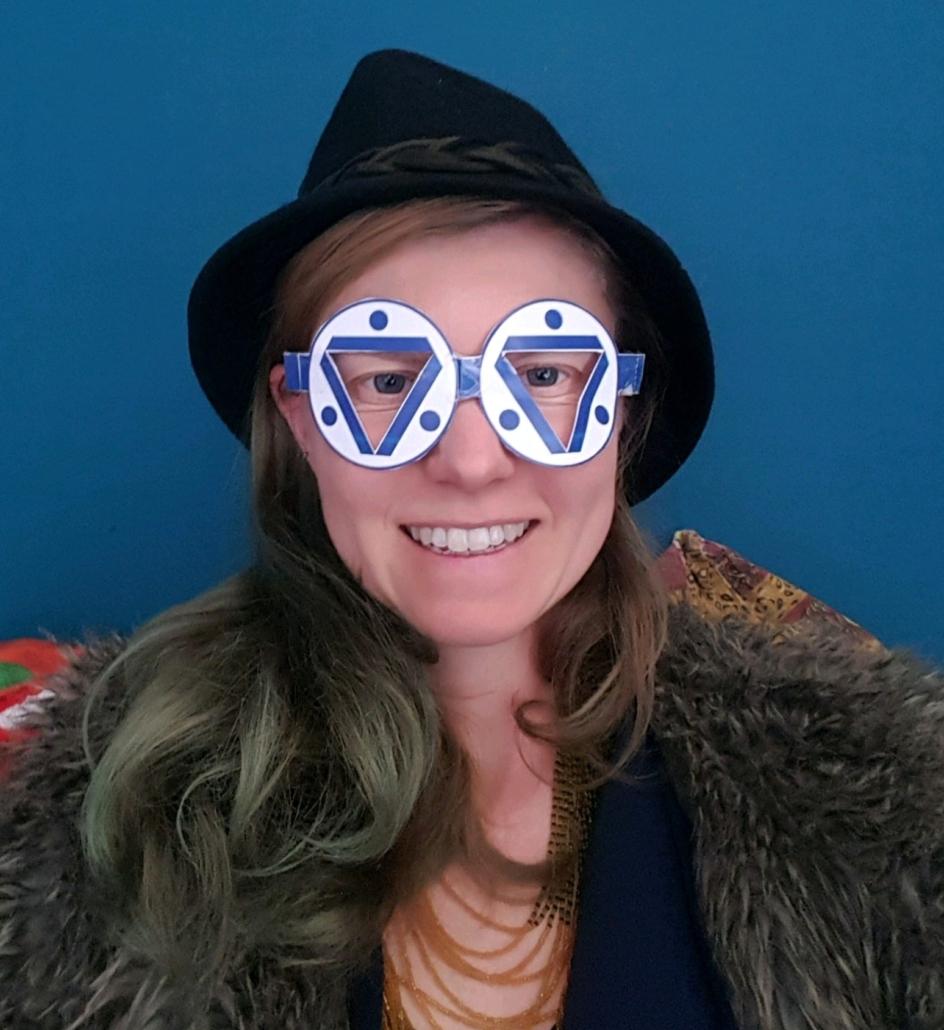Deelnemer Voorjaarsdag met speciale bril